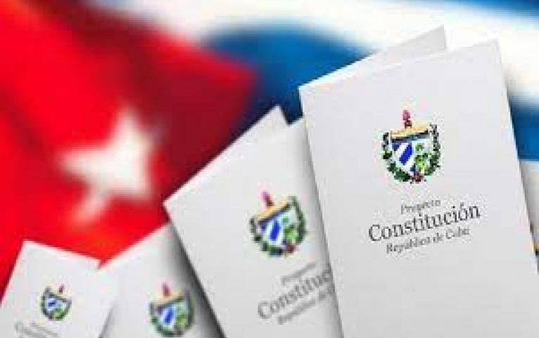 Convocan a tuitazo por segundo aniversario de la Constitución cubana.
