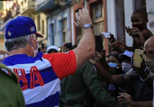 Felicita Presidente cubano a la niñez y la juventud cubanas.