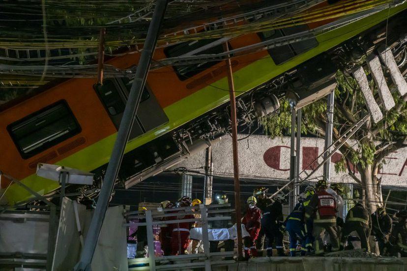 Numerosos muertos y heridos por derrumbe de metro en Ciudad de México.