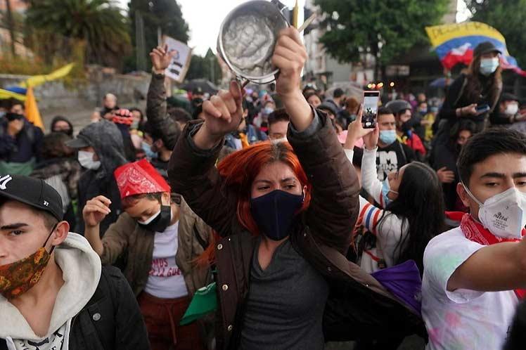 Jóvenes de Colombia en nueva jornada de protestas