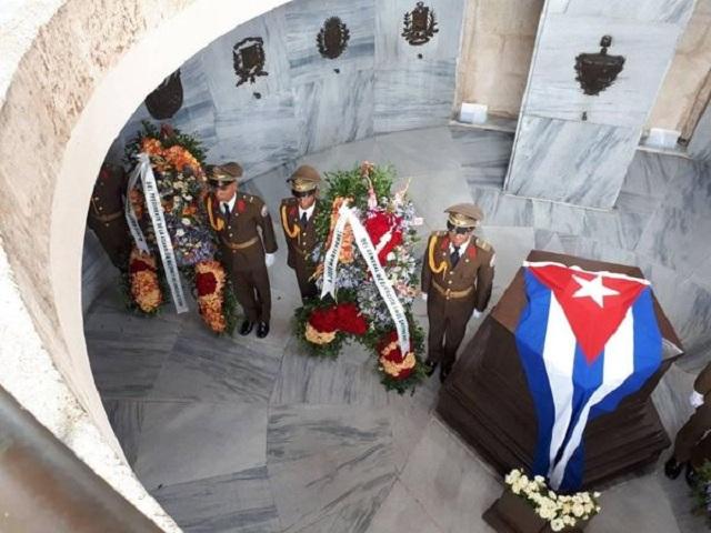 Ofrendas de Raúl y Díaz-Canel presiden homenaje a Martí