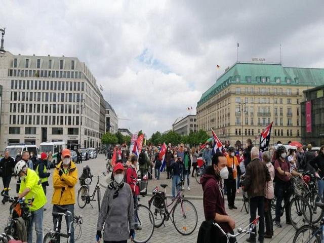 Gran apoyo en Alemania a caravana mundial contra el bloqueo a Cuba.
