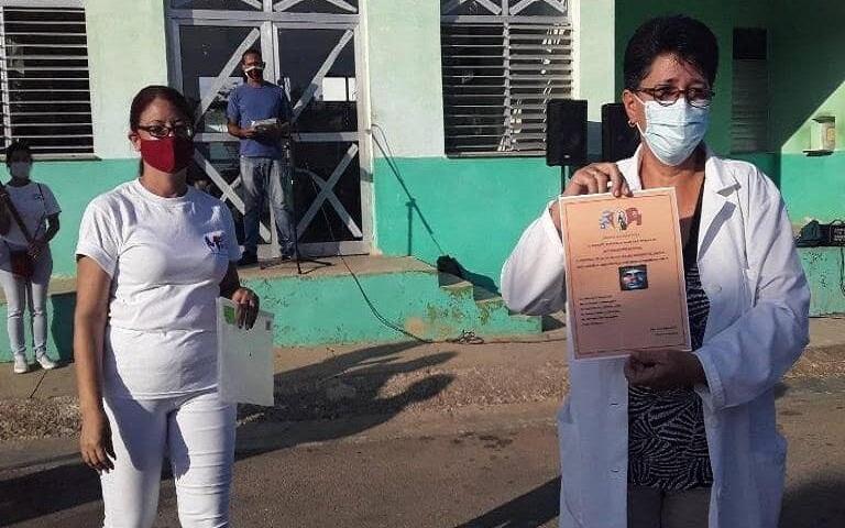 Reconocen en Jaruco a trabajadores destacados en el enfrentamiento a la COVID-19.