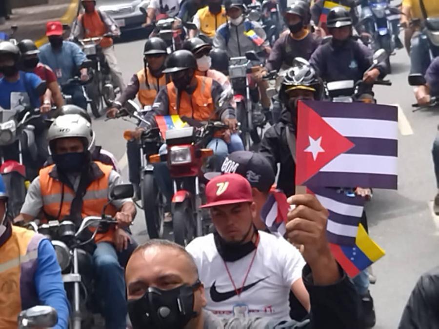 Venezolanos contra el bloqueo del gobierno de los Estados Unidos contra Cuba.