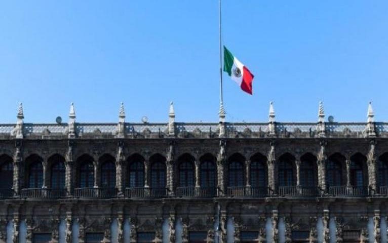 Gobierno de México decreta luto nacional por accidente en metro.