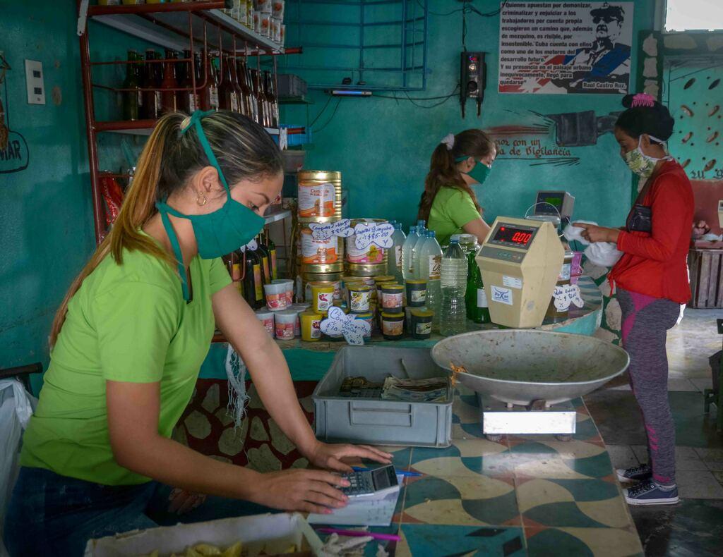 Se debe trabajar más para fortalecer las ofertas de las unidades y elevar el nivel de satisfacción de la población. Foto: Agencia Cubana de Noticias