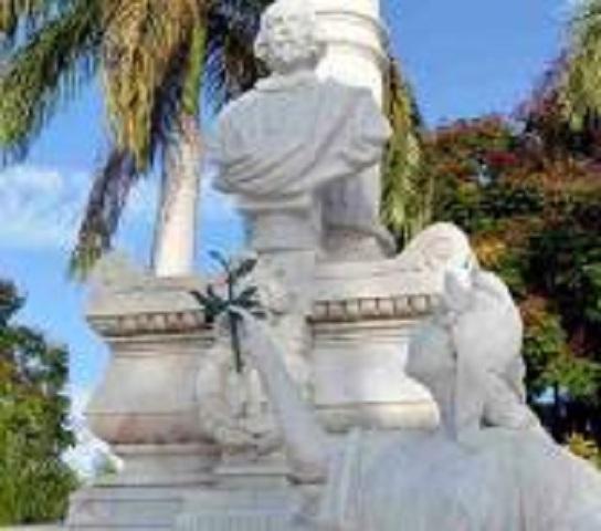Rinden tributo a padres fundadores de la Patria.