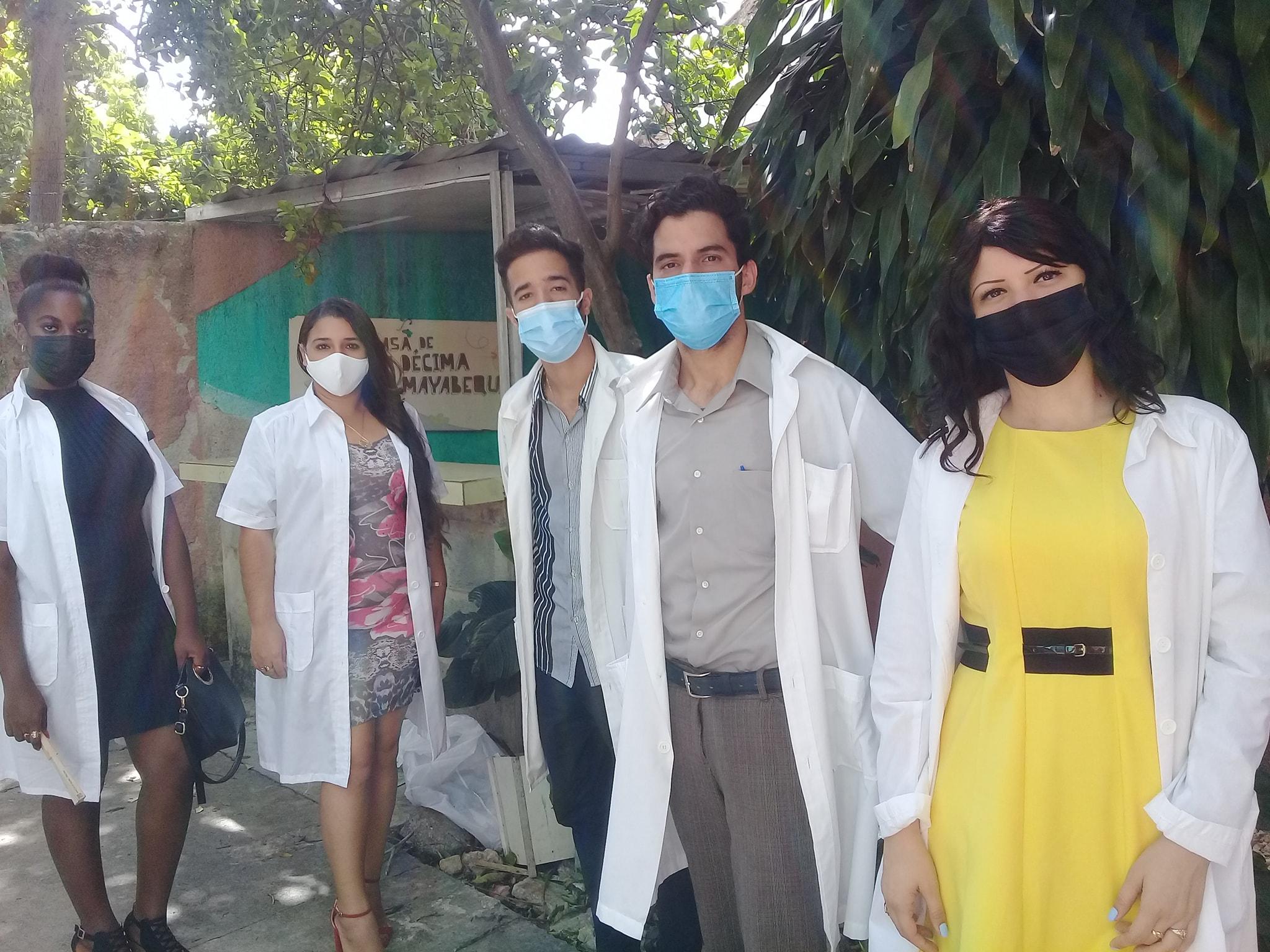 Abanderan destacamento de médicos de Mayabeque para apoyar enfrentamiento a la Covid-19 en el país.