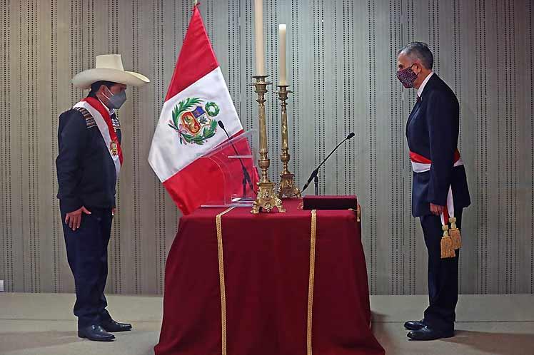 Juran ministros de Economía y Justicia ante presidente Castillo