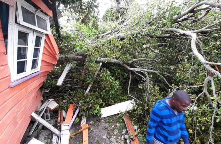Huracán Elsa daña infraestructura de Barbados