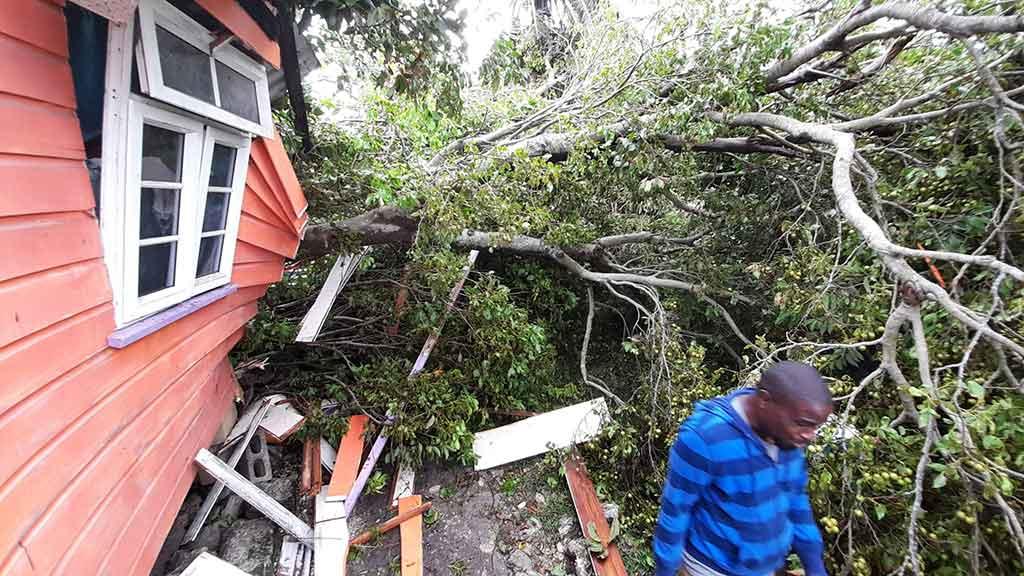 Huracán Elsa daña infraestructura de Barbados.