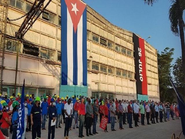 Presidente de Cuba visita Empresa de Mantenimiento a Centrales Eléctricas en La Habana