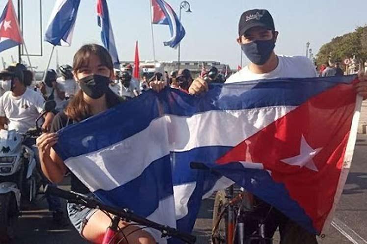 Cuba in a caravan for peace, love and solidarity