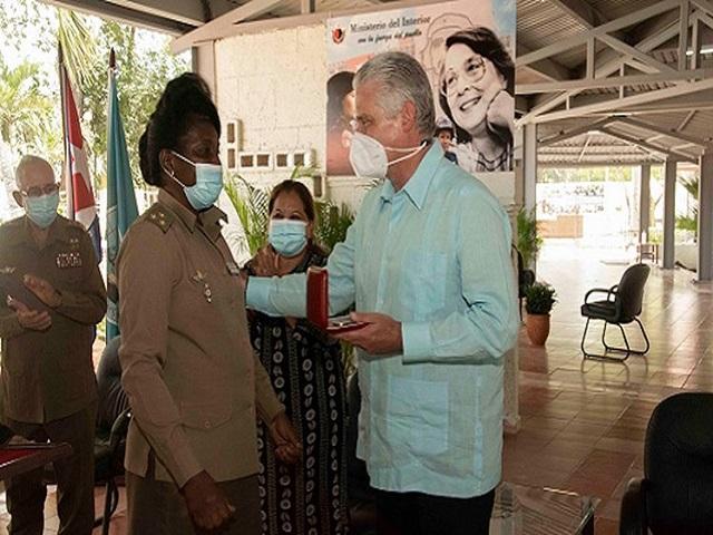 Elogia presidente de Cuba encuentros con mujeres y estudiantes