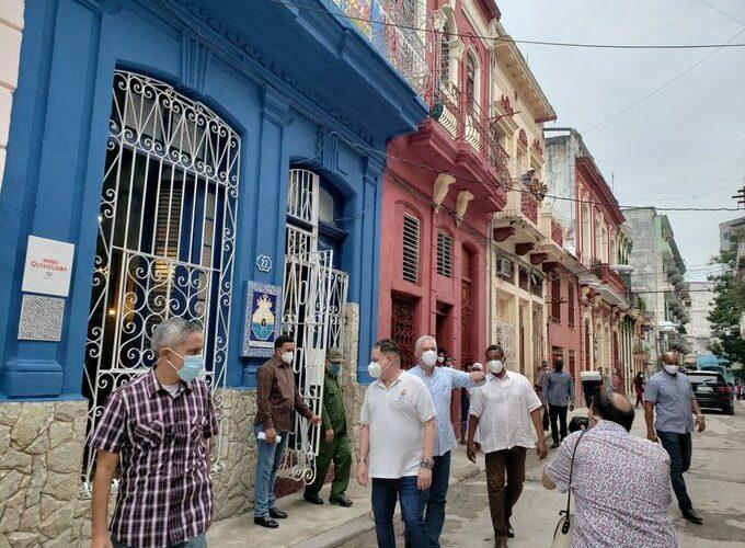 Díaz-Canel dialogó sobre proyectos sociales en comunidad de Cuba