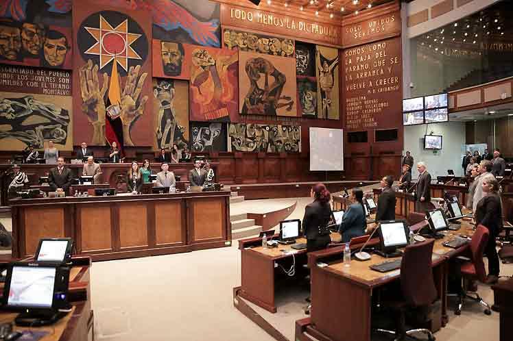 Ecuador: Legislative Administration Council Admits Complaint against Parliamentarian