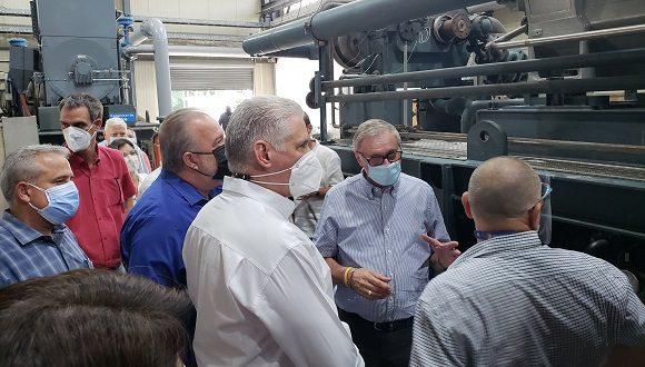 Visita Díaz-Canel fábrica de oxígeno medicinal en el Cotorro