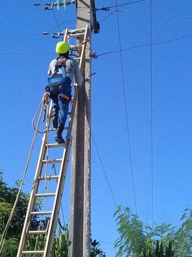 Realizan acciones teórico-prácticas para superación personal de linieros en Batabanó (+ Audio)
