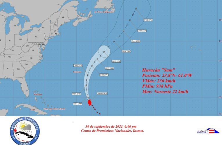 Sam continúa siendo un intenso huracán categoría cuatro