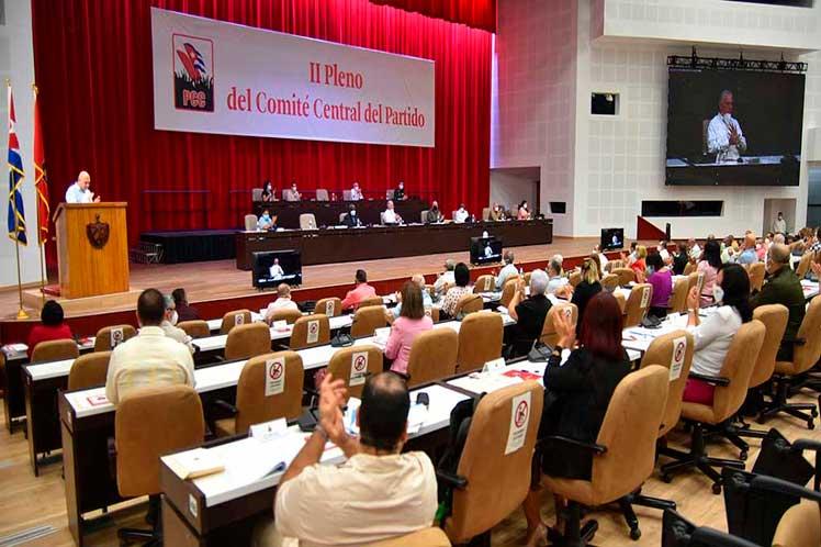 Partido Comunista de Cuba evalúa avance de políticas para desarrollo