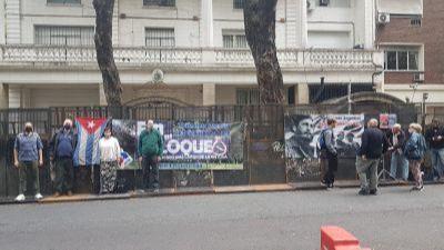 Amigos de Cuba frustran intento de agresión contra embajada cubana en Argentina
